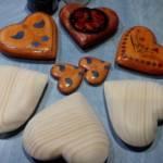 DaLea Drevené šperky je o remesle a ručnej výrobe, náušnice, náhrdelníky, náramky, súpravy šperkov, prívesky na kabelky.