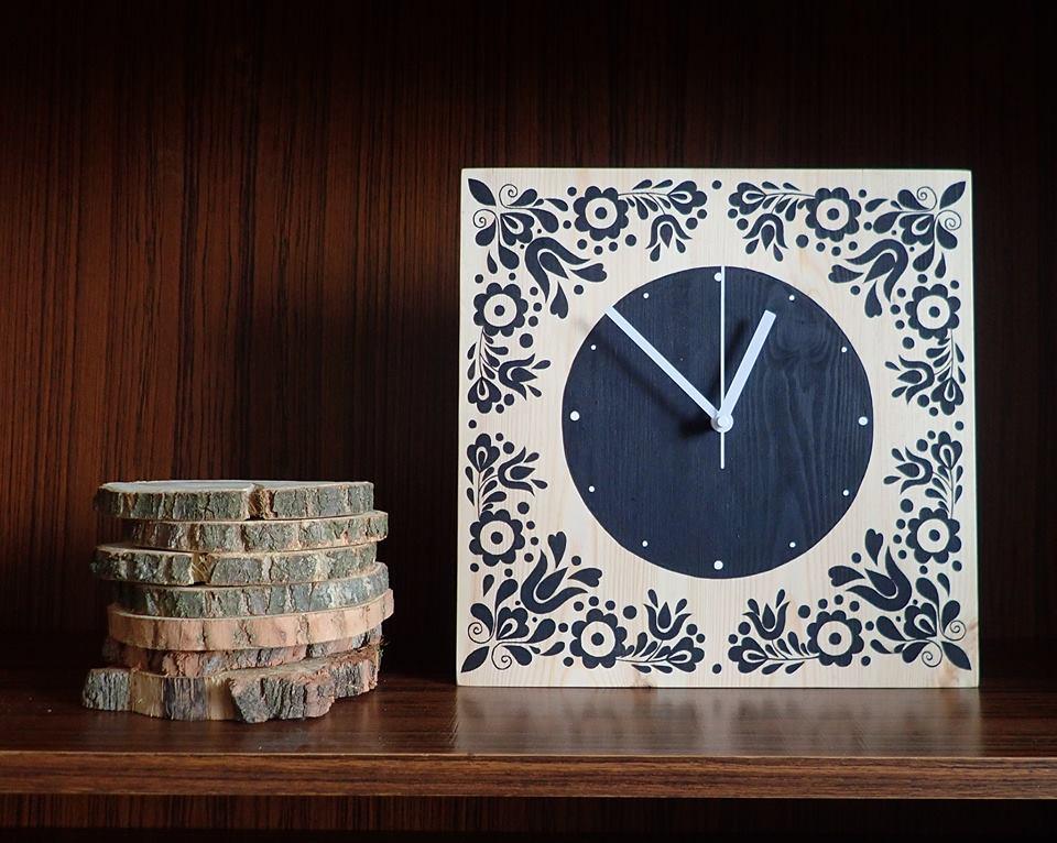 Šopa Dizajn dizajn je ovplyvnený tradíciou, náušnice, hodiny, kabelky, diár