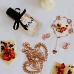 Petra Toth je slovenská šperkárka a dizajnérka, ktorá používa pôvodné slovanské ornamenty
