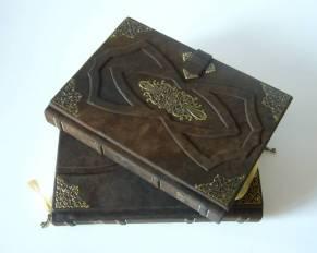 LibriS vyrába zápisníky,knihy hostí, kroniky, fotoalbumy, ale i rôzne púzdra a kazety na mieru.