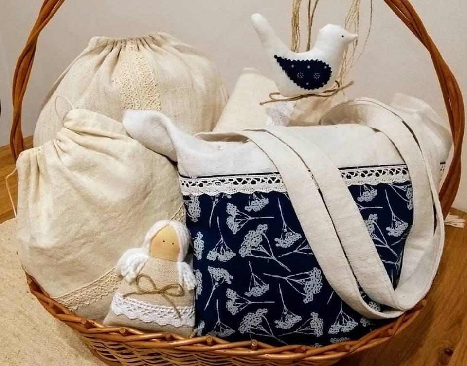 Oravské – veci užitočné i pre radosť. Staré, ručne tkané plátno, pravá modrotlač